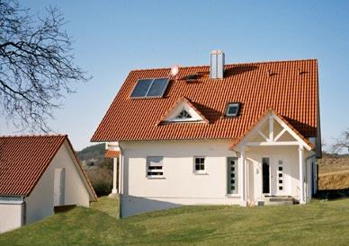 Oberwald for Modernes haus mit rotem dach